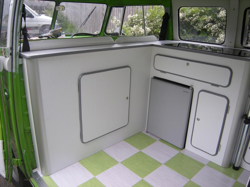 split screen front bulk head unit